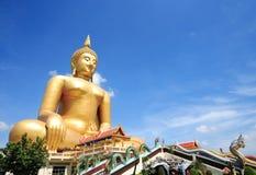 Stor Buddha i tempel Royaltyfri Foto
