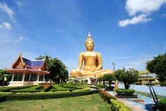 Stor Buddha i tempel Royaltyfria Bilder