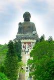 Stor Buddha på den Lantau ön, trappuppgång till statyn Arkivfoto