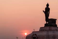 Stor Buddha på solnedgångtid Royaltyfri Foto