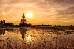 Stor Buddha på Wat Muang i Thailand Under den tidiga morninen Royaltyfri Foto