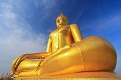 Stor Buddha på Wat Muang, Thailand Arkivbild