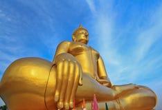 Stor Buddha på Wat Muang, Thailand Fotografering för Bildbyråer