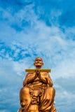 Stor Buddha Somdej Phra Buddhacara (Toh Brahmaransi Wat Rakang Kositaram) i Wat Bot Temple Royaltyfria Bilder