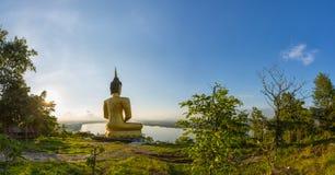 Stor buddha statysolnedgång i Laos Royaltyfri Bild