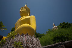 stor buddha yellow för 5 Arkivbild