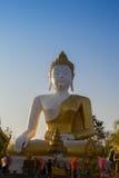 Stor Buddhabildstil på Wat Phra That Doi Kham Chiang Mai som är thailändsk Arkivfoton