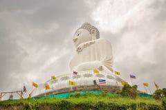 Stor Buddhamonument på ön av Phuket i Thailand Royaltyfri Foto