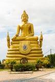 Stor Buddhamonument på ön av Phuket i Thailand Arkivbild