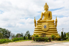 Stor Buddhamonument på ön av Phuket i Thailand Arkivbilder