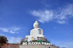Stor Buddhastaty eller Pra Puttamingmongkol Akenakkiri på Phuket Thailand Arkivfoto