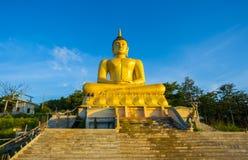 Stor Buddhastaty i Laos Arkivbild