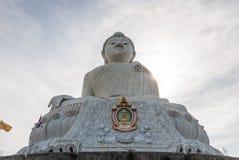 Stor Buddhastaty i Phuket Arkivfoto