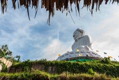 Stor Buddhastaty i Phuket Arkivbild