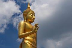 Stor Buddhastaty på Hat Yai, Thailand Royaltyfri Foto