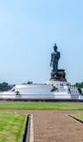 Stor Buddhastaty på phutthamonthonlandskapet Arkivfoto