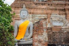 Stor Buddhastaty på Wat Yai Chai Mongkhol Royaltyfria Bilder