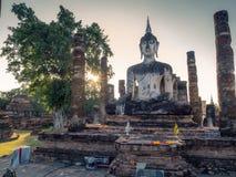 Stor budhastaty på Sukhothai Arkivbilder