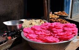 stor bunke med rosa chiper royaltyfria bilder