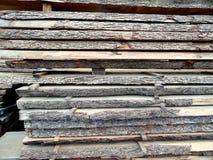 Stor bunt av klippt trä för bråte Arkivbilder