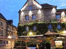 Stor byggnadLes maisons de Betesmark i Honfleur, Frankrike arkivbild