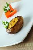 Stor champignon med ost och löken Royaltyfri Fotografi
