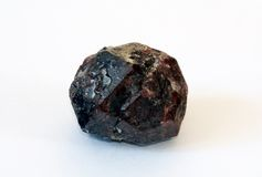 stor crystal granatrött för almandine Arkivfoto