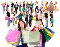 stor familj vår shopping Arkivbild