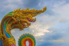 Stor fem-hövdad orm i buddism royaltyfri foto