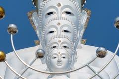 Stor fem vit buddha på Wat Pha Sorn Kaew Arkivbilder