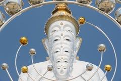 Stor fem vit buddha på Wat Pha Sorn Kaew Arkivfoto