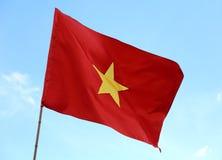 Stor flagga av Vietnam med den stora gula stjärnan i den röda bakgrunden w Royaltyfria Foton