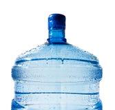 stor flaska isolerat vatten Arkivfoto