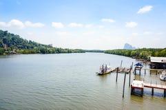 stor flod Arkivfoton
