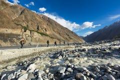 Stor flod gilgit Pakistan Arkivbilder