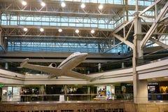 Stor flygplatsterminal Arkivfoto