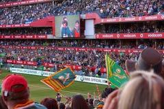 Stor folkmassa på rugbymatchen Arkivfoton