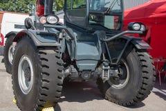Stor grävskopa eller traktor för coalmining eller trans. in Royaltyfri Foto