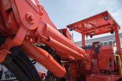 Stor grävskopa eller traktor med hinken för coalmining eller transp Arkivfoto