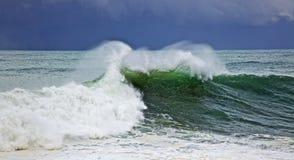 stor grön wave Fotografering för Bildbyråer