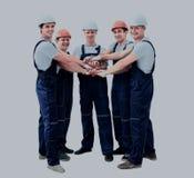 Stor grupp av arbetare som står i bästa sikt för cirkel Royaltyfria Foton