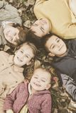 Stor grupp av barn arkivfoto
