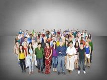 Stor grupp av det multietniska folkgemenskapbegreppet fotografering för bildbyråer