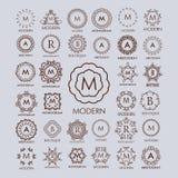 Stor grupp av enkla och eleganta monogramdesignmallar för lyx, stock illustrationer