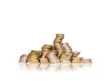 Stor grupp av krökta högar av guld- mynt Royaltyfria Bilder