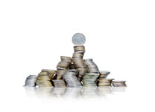 Stor grupp av krökta högar av mynt med den tyska fläcken överst Royaltyfri Fotografi