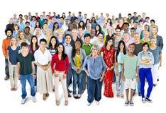 Stor grupp av multietniskt världsfolk royaltyfria foton