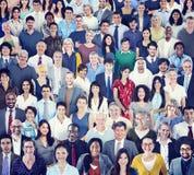 Stor grupp av olikt multietniskt folk fotografering för bildbyråer