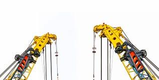 Stor gul konstruktionskran för tungt lyfta som isoleras på vit bakgrund Konstruktionsbransch kran för behållareelevator arkivfoton