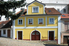 Stor gul townhouse arkivbilder